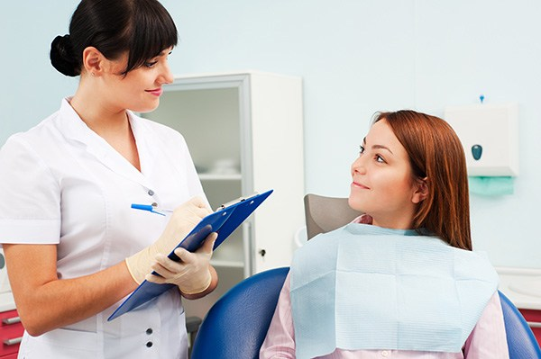 What A Dentist Checks For During An Oral Cancer Screening